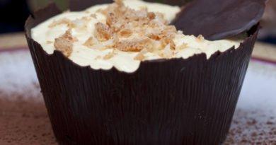 crema di mascarpone in cestini di cioccolato