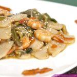 gnocchi di riso cinesi con gamberi e verdure