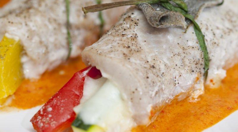 involtini di lonza con verdure e crema di peperoni