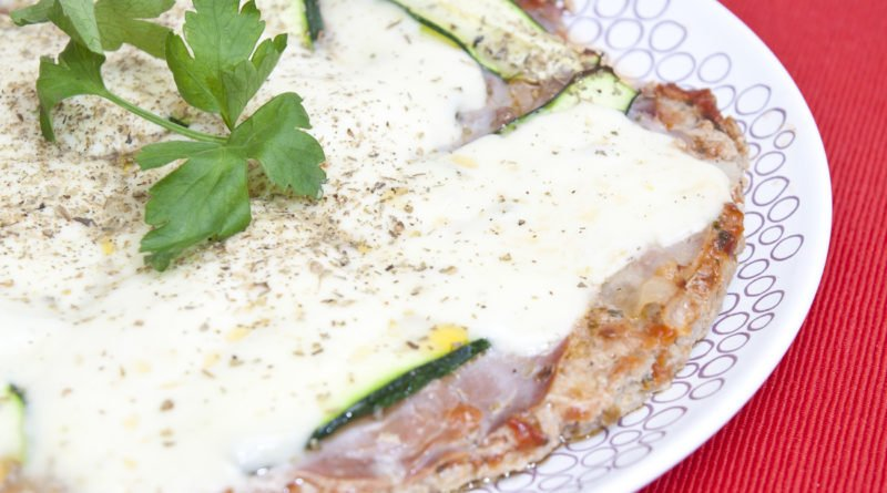 pizza di carne al crudo e zucchine