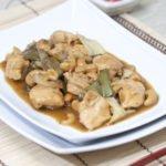Pollo agli anacardi, un tipico piatto cinese.