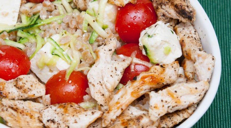 insalata di pollo grigliato e farro