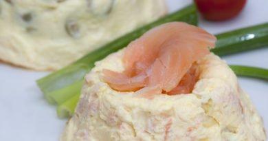 cheesecake gemelle al salmone e olive