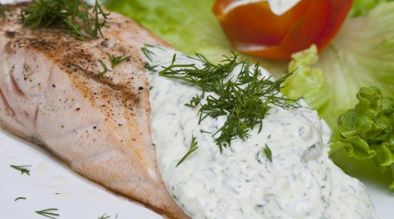 salmone scottato con salsa di aneto