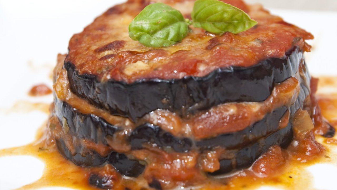 Ricetta Melanzane Non Fritte.Parmigiana Di Melanzane Leggera La Versione Non Fritta Di Un Piatto Tipico