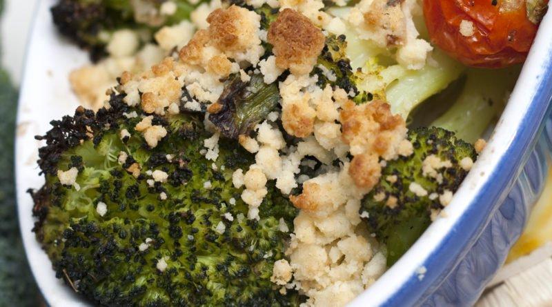 broccoli al forno con crumble di formaggio