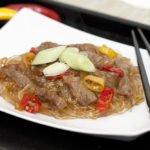 Ecco pronti gli spaghetti cinesi con carne piccanti