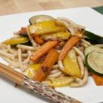 Udon con verdure saltati, un tipico primo giapponese.