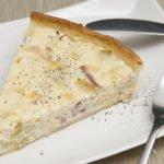 Torta salata porri e speck: una ricetta facile da preparare e gustosissima.