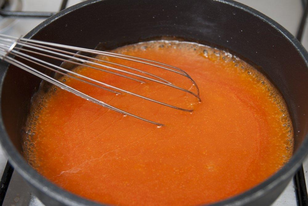 Continuiamo a cuocere a far addensare la salsa agrodolce cinese