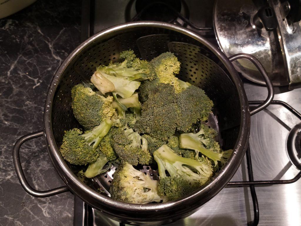 Mettiamo i broccoli nella pentola a pressione