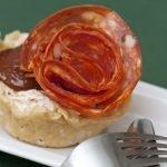 Cestini di Parmigiano con Crema di Formaggio e pomodori secchi e ventricia piccante