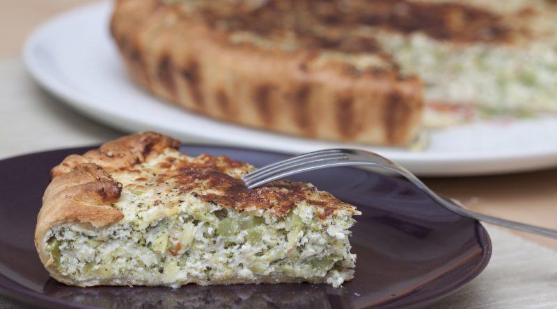torta salata con broccoli, porri e provolone