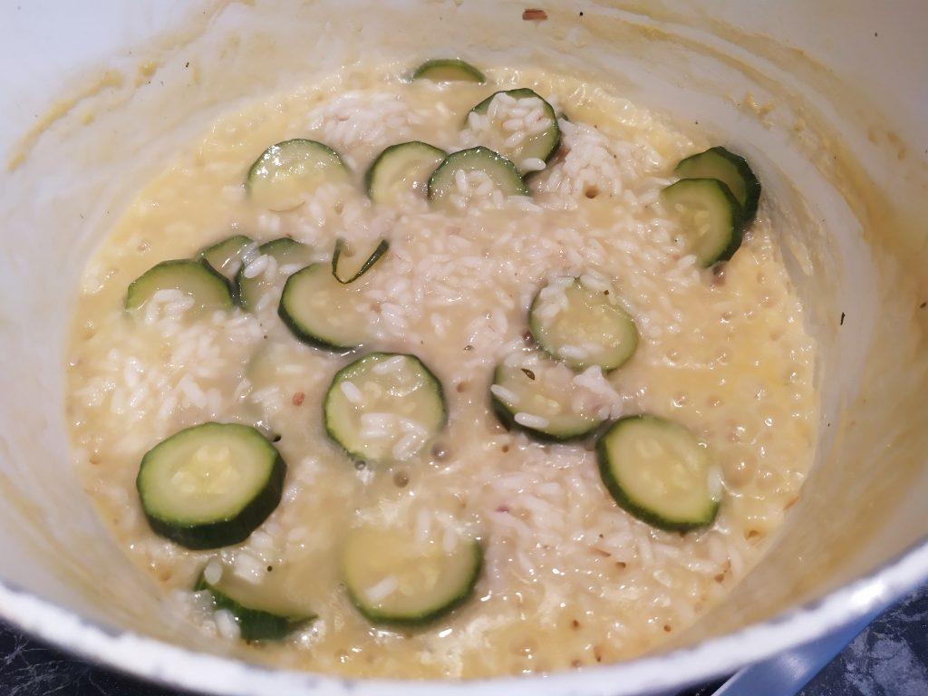 Mantechiamo il risotto con zucchine con Parmigiano e una noce di burro