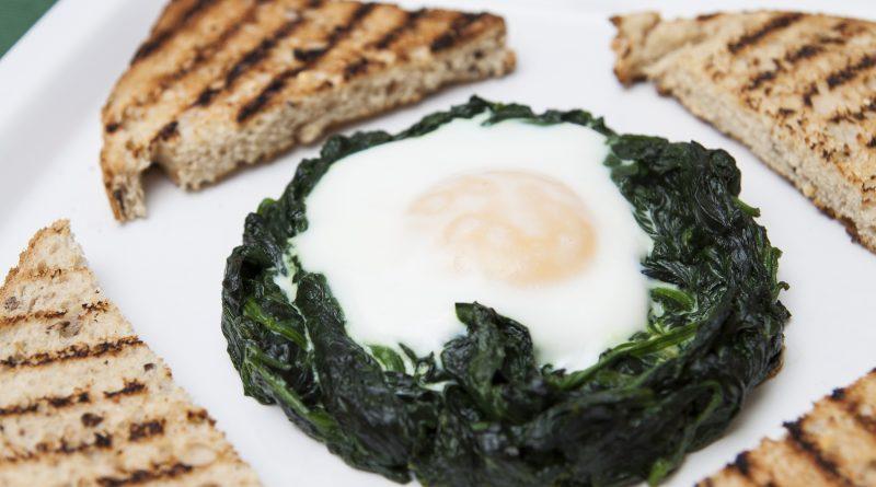 Cestini di spinaci e uova al forno