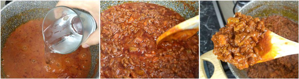 Continuare cottura del ragù di carne aggiungendo acqua, quando necessario.
