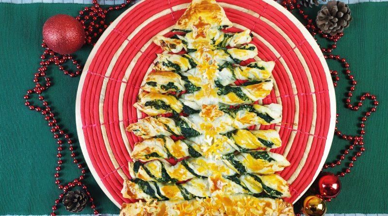 Albero di Natale di pasta sfoglia, l'antipasto perfetto per le feste.