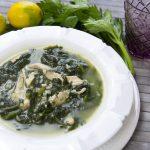 Zuppa di pollo con riso e spinaci. Una tipica ricetta albanese.