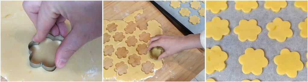 Tagliare i biscotti e posizionarli su una teglia coperta con un foglio di carta forno.
