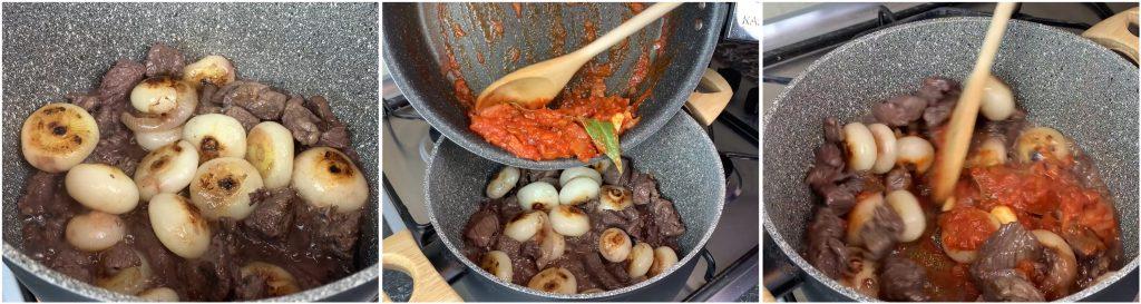 Aggiungere salsa di pomodoro allo spezzatino di manzo e cipolle